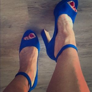 Beautiful bright summer blue Aldo sandals